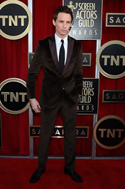 Eddie Redmayne spiced up his SAG red carpet look with a brown velvet suit.