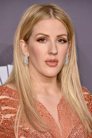 Ellie Goulding attended the amfAR New York Gala wearing her hair in a straight center-parted style.