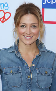 Sasha Alexander went to the Children Mending Hearts event sporting a messy-chic center-parted updo.