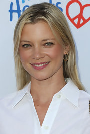 Amy Smart achieved a clean look with this sleek center-parted 'do at the Children Mending Hearts Style Sunday.