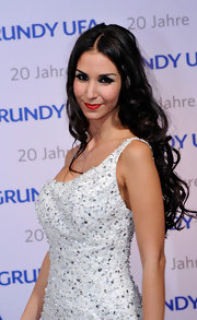 Sila Sahin topped off her look at the GrundyUFA anniversary gala with a curly center-parted 'do.