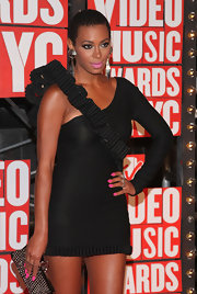 Solange added a nice splash of color to her funky dress with hot pink nails.