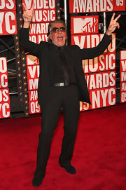 Roberto walked the red carpet at the MTV VMA's in a black suit and leather belt.