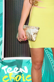 Amanda Bynes paired her yellow bandage dress with a metallic gold clutch at the 2009 Teen Choice Awards.