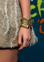 Megan Fox showed off her gold and diamond bracelet while attending the 2009 Teen Choice Awards.