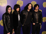 The White Stripes singer rocked a puffy, center-parted hairstyle on the red carpet.