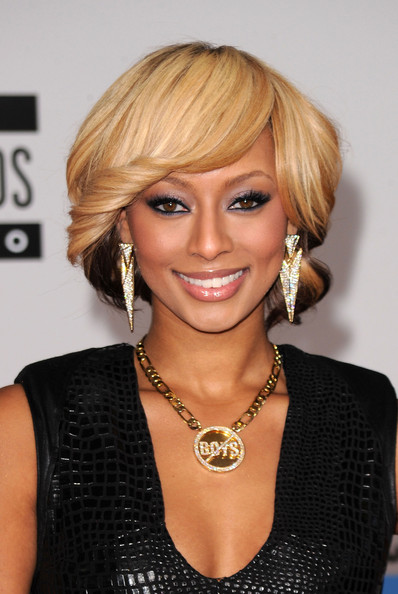 Keri Hilson paired her blond bob with diamond and gold spear earrings. It was a nice complement to her necklace.