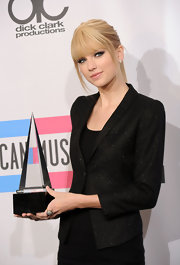Taylor Swift was spotted backstage at the AMAs showing off her award for the night. The victorian diamond flower ring was the perfect finish to her sophisticated look.