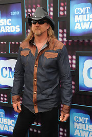 Trace Adkins showed off his cowboy ways in a leather hat.