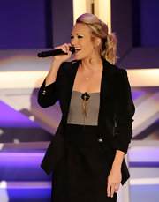 Carrie rocked the stage in a teased and messy blond updo.