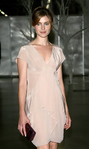 Attending the 2010 Convivo in Milan, Vittoria exuded an understated elegance in this feminine nude silk dress.