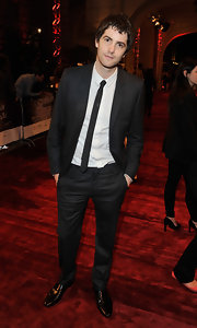 Jim Sturgess looked sharp in his classic suit and skinny tie.