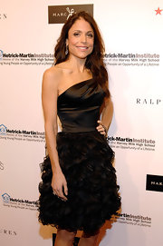 Bethenny Frankel arrived at the 2010 Emery Awards wearing her long hair casually styled in loose waves.