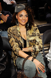 Marsha Ambrosius attended the 2010 Jordan Brand Classic wearing a mesh fascinator.