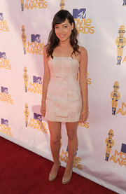 Aubrey looked beautiful in a bare ensemble completed by a pair of nude, platform pumps.