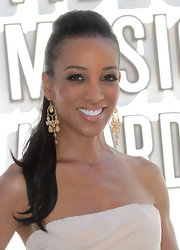 Shaun Robinson pulled her hair back in a sleek ponytail at the Video Music Awards.