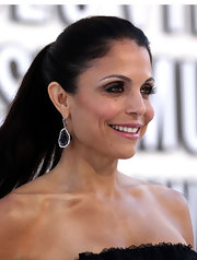 Bethenny Frankel hit the red carpet at the 2012 MTV Video Music Awards wearing her dark hair in a sleek ponytail.