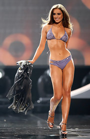 For the swimsuit competition, Rozanna Purcell wore her hair long and straight, with a simple center part.