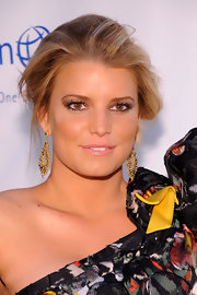 Jessica Simpson wore a lovely mixture of copper and bronze shadows to create her smoky-eyed look at the 2010 Operation Smile annual gala.