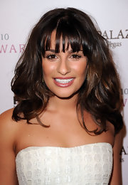 Lea highlighted her natural look with a rosy nude lipstick.