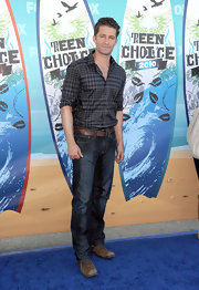 Matthew Morrison looked casual yet polished in a pair of perfectly fitting jeans.