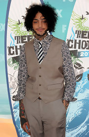 Travis McCoy chose an offbeat paisley print button down for the 2010 Teen Choice Awards, which the rapper paired with a beige suit and diagonal striped tie. What do you think? Is this look fun or just plain funky?