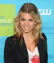 AnnaLynne McCord showed off her beach blond hair while hitting the red carpet at the CW Upfront Awards.