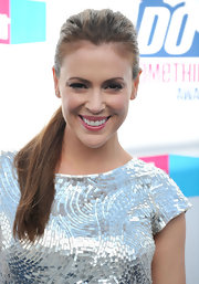 Alyssa Milano showed off her sleek pontail while hitting the red carpet at the DO Something Awards.