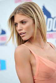 AnnaLynne sported a sleek, highlighted hairstyle that complemented her summery ensemble.