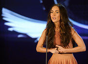 Megan Fox accessorized very simply with a black and gold cocktail ring at the 2010 VH1 Do Something! Awards.