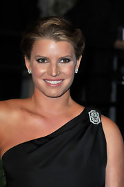 Jessica Simpson wore a gorgeous diamond brooch on her black one-shoulder gown at the 2010 'Vanity Fair' Oscar Party. Her large diamond studs added even more shine.