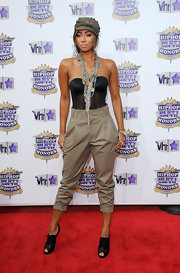 Singer Keri Hilson paired her corset top with khaki trousers.
