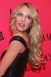 Candice Swanepoel wore her flaxen tresses in loose, voluminous curls at a Victoria's Secret launch.