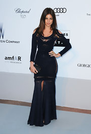 Julia Restoin-Roitfeld kept her styling simple yet elegant with a black satin clutch by Louis Vuitton.