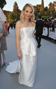 This constructed white evening gown was divine on Ornella Muti. The dramatic bow in front stole the show of this outfit!