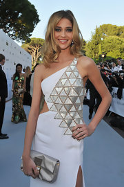 Ana Beatriz Barros added more shimmer to her embellished dress with a bedazzled gold satin clutch at the 2010 amfAR Gala.