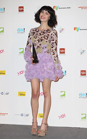 Kimbra wore gold studded platform sandals that added some more bling to her glittery ensemble.