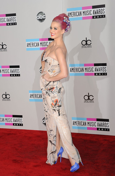 More Pics of Katy Perry Wedding Band (5 of 41) - Wedding Rings Lookbook - StyleBistro [red carpet,clothing,carpet,hairstyle,fashion,flooring,leg,muscle,fashion design,fashion model,arrivals,katy perry,american music awards,los angeles,california,nokia theatre l.a. live]