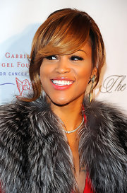 Eve amped up the luxe factor at the 2011 Angel Ball with this diamond tennis necklace teamed with a fur scarf.