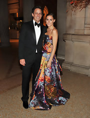 Alexi Ashe looked phenomenal at the Apollo Circle Benefit in a strapless multi-colored embroidered gown.