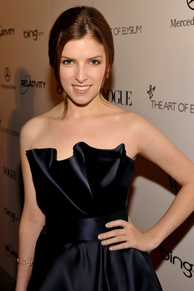 More Pics of Anna Kendrick Dangling Diamond Earrings (1 of 16) - Anna Kendrick Lookbook - StyleBistro