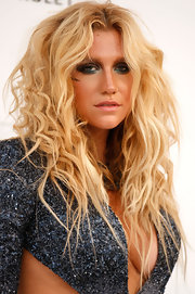 Kesha loves shimmering shadow. The singer paired her bronzed skin with metallic silver shadow.
