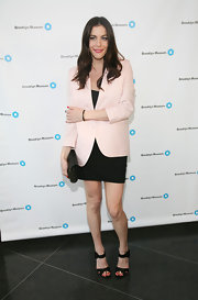 Liv Tyler looked chic and sophisticated in a cream colored blazer for the Brooklyn Artists Ball.