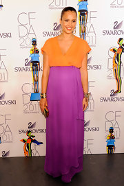 Jessica Alba added shine to her colorblock gown with a gold Boite de Nuit Cotte de Maille box clutch.