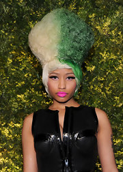 She may have ditched her signature pink bob, but Nicki didn't totally kick her pink loving ways to the curb. The starlet instead opted for a bright pink pout at the 2011 Green Auction: A Bid to Save the Earth.