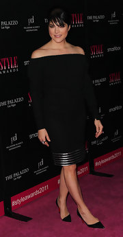 Selma Blair opted for simple accessories, wearing classic black stilettos.