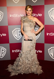 Julie Bowen accented her dazzling ruffled gray gown with a matching satin clutch.