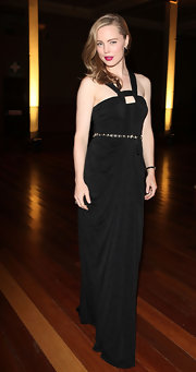Melissa wore a dramatic black evening gown with a square keyhole neckline for the Melbourne Fashion Festival.