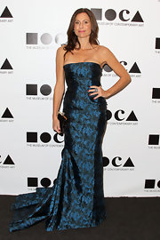 Minnie Driver accessorized her stunning brocade gown with a sophisticated black satin frame clutch.