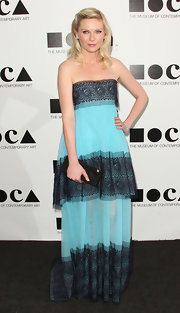 Kirsten Dunst looked appropriately artistic in a strapless neon blue chiffon dress with black tiered accents.